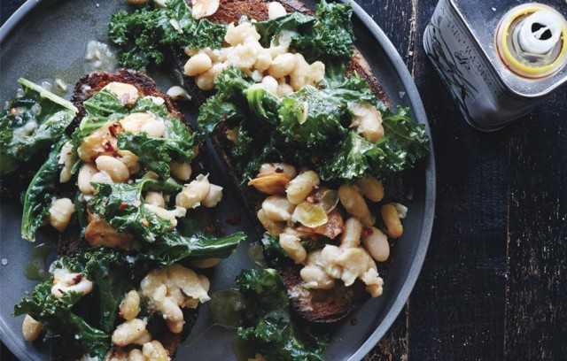 skillet-bruschetta-with-beans-and-greens-940x600