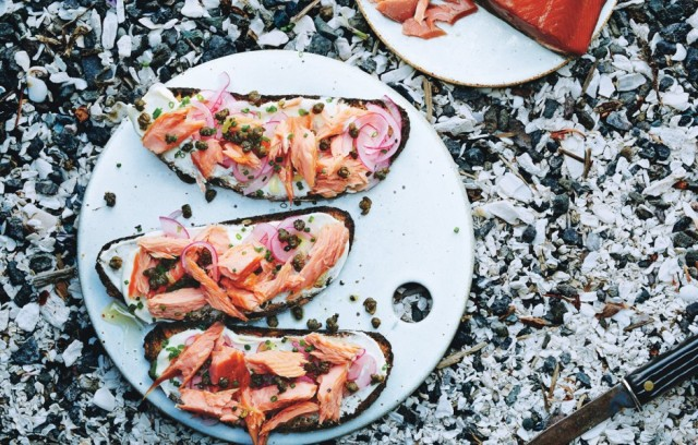 smoked-salmon-tartines-with-fried-capers-940x600