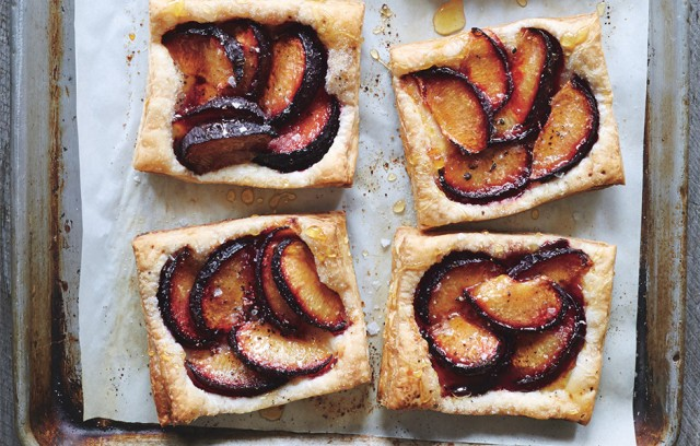 plum-tarts-with-honey-and-black-pepper-940x600